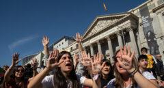Estudiantes de 47 localidades españolas se suman a la huelga convocada en 100 países