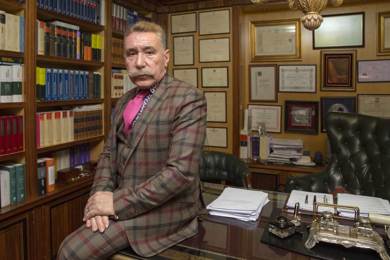 El abogado Marcos García Montes, en su despacho profesional.