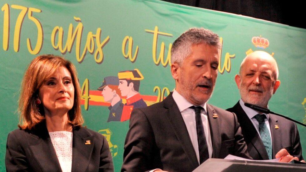 Grande-Marlaska, en un acto oficial junto a Ana Botella y el director general de la Guardia Civil.