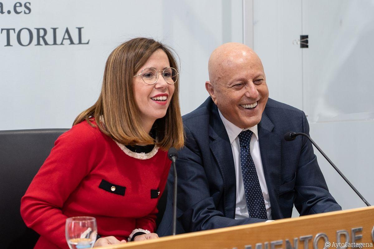 El empresario Tomás Olivo en una comparecencia junto a la alcaldesa de Cartagena, Ana Belén Castejón.