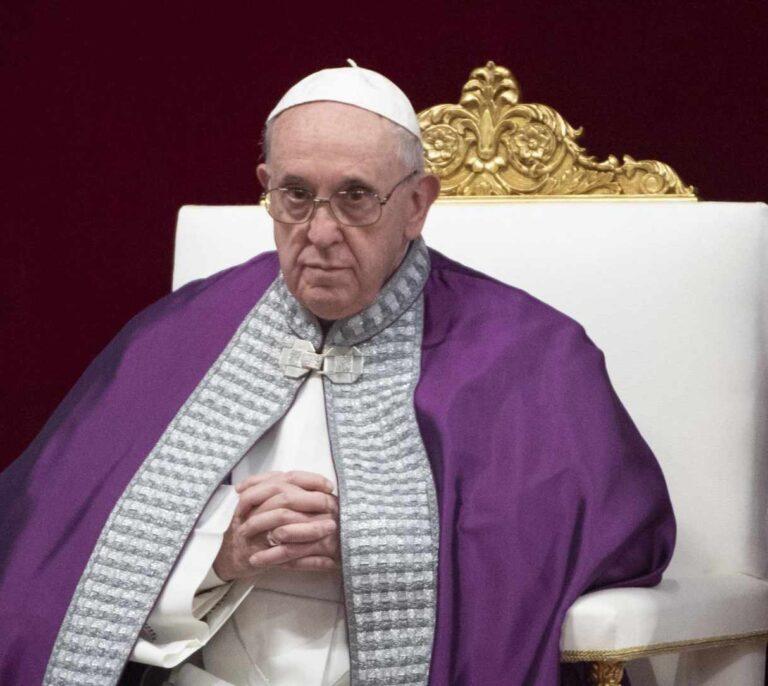 """El Papa pide disculpas por golpear en la mano a una mujer: """"Pierdo la paciencia"""""""