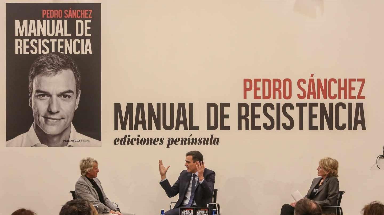 Pedro Sánchez, el día que presentó su libro junto a Jesús Calleja y Mercedes Milá.