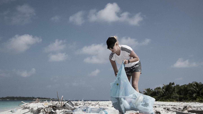 Las marcas de material deportivo fabrican productos con plásticos reciclados.