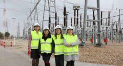 Eva Pagán, directora general de Transporte de Red Reléctrica de España; Elena Nogueroles, jefa del Departamento de Mantenimiento de Líneas; Dolores López-Menchero, jefa del Departamento de Construcción, y María Soler, jefa del Departamento de Ingeniería de Líneas.