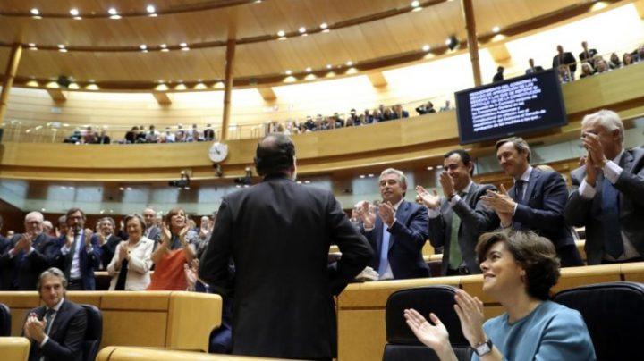 Imagen del Senado, con Rajoy de espaldas, el día que se aprobó la aplicación del 155, el 27 de octubre de 2017