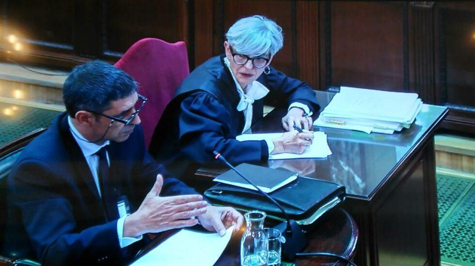 Josep Lluís Trapero, junto a su abogada durante la declaración ante el Tribunal Supremo.