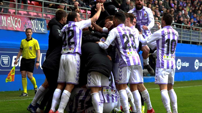 Los jugadores del Valladolid celebran su victoria ante el Eibar el pasado fin de semana.
