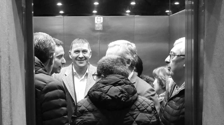 Arnaldo Otegi accede en ascensor a la sede de Confebask.