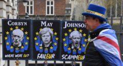 Crisis del Brexit: carteles de Corbyn, May y Johnson en Londres.