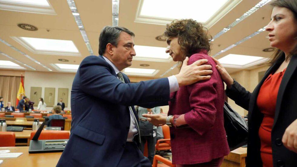 Aitor Esteban y María Jesús Montero, en la Diputación Permanente.