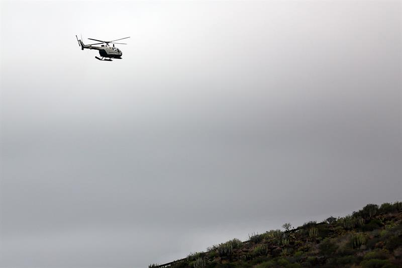 Un helicóptero en la zona de Tenerife donde se buscaba a las víctimas.