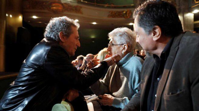 El cantante y Miguel Ríos, y los actores Pilar y Carlos Bardem, durante la presentación del manifiesto en el Círculo de Bellas Artes.