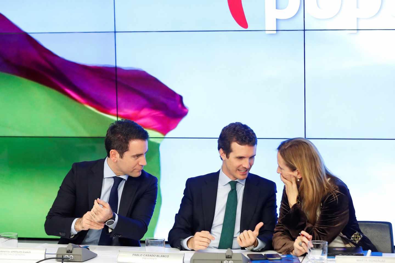 Pablo Casado junto a Teodoro García Egea y Marta González en el comité ejecutivo del PP