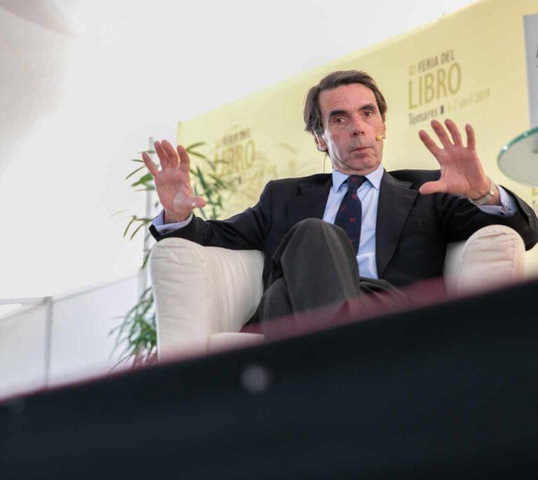 Tezanos se apoya en Aznar para defender la cita electoral del 14-F