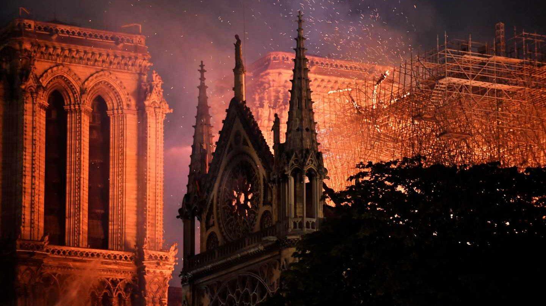 La catedral de Notre-Dame de París, en llamas.