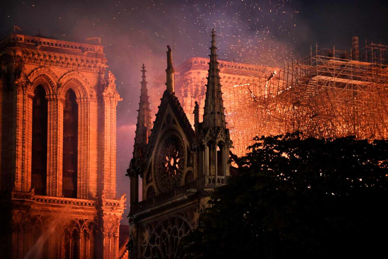 Arde Notre-Dame, el corazón de Francia y de Europa