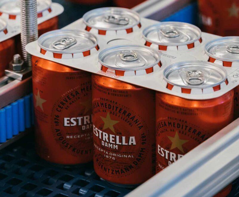 Los nuevospacks de latas libres de anillas de Estrella Damm.