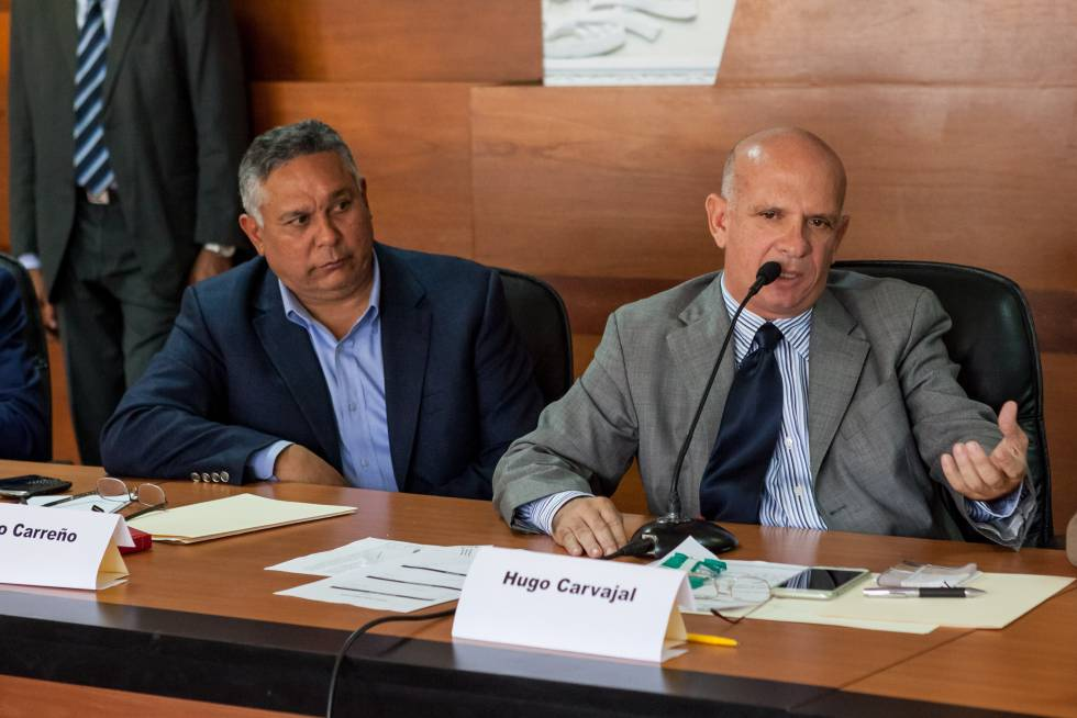 El ex jefe militar del chavismo, Hugo Carvajal (dcha)