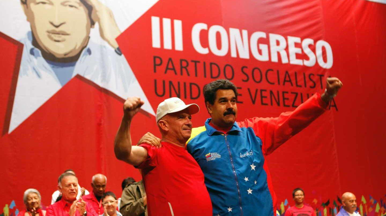 El ex jefe de la Inteligencia Militar Hugo Carvajal con el líder chavista Nicolás Maduro.