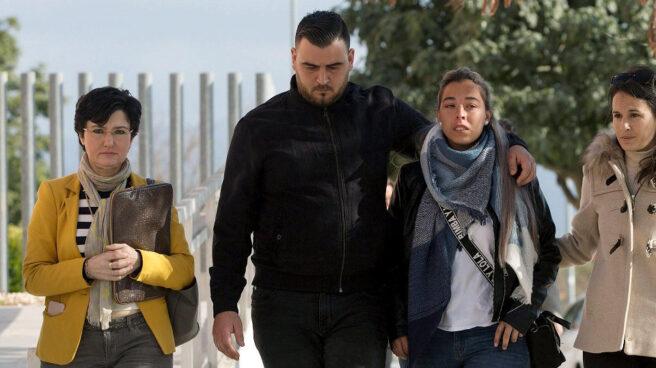 Los padres de Julen junto a su abogada, Antonia Barba