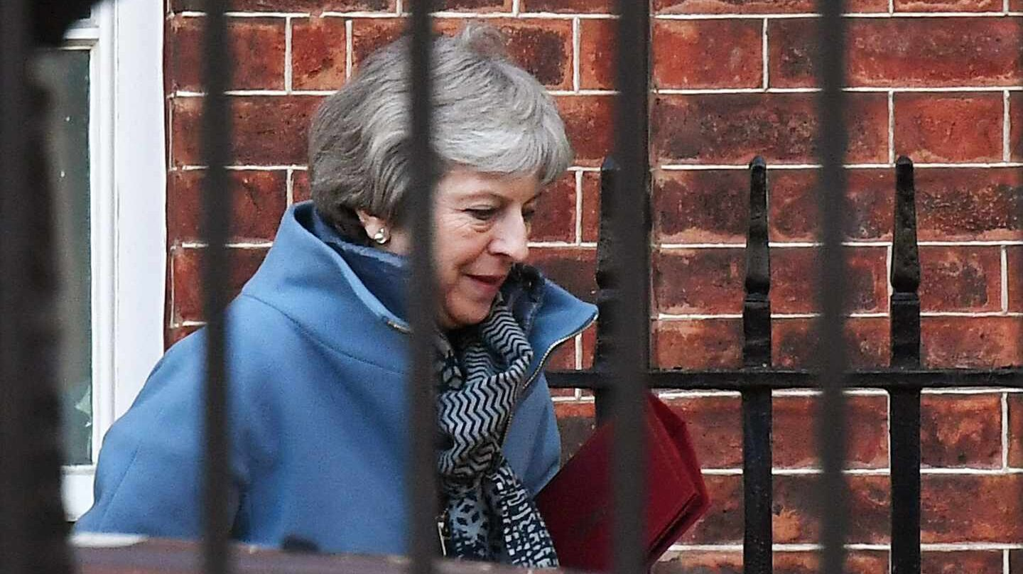 La primera ministra, Theresa May, sale del 10 de Downing Street.