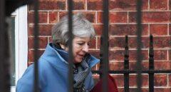 La primera ministra, Theresa May, sale del 10 de Downing Street.