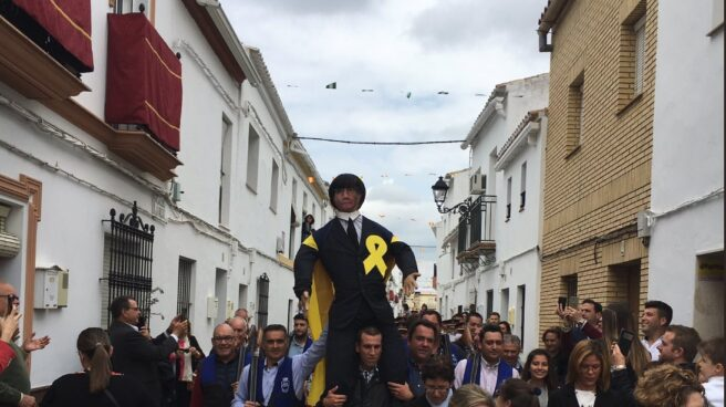 Muñeco de paja que representa a Carles Puigdemont en Coripe (Sevilla).