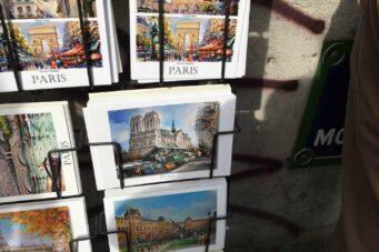 Postales de París a la venta en las inmediaciones de Notre-Dame.