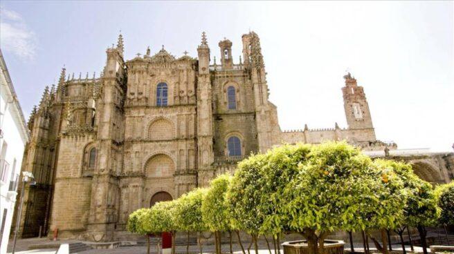 Fachada de la catedral de Plasencia.