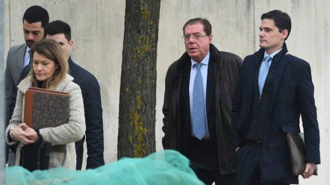 Domingo Parra, segundo por la derecha, entrando a la Audiencia Nacional.