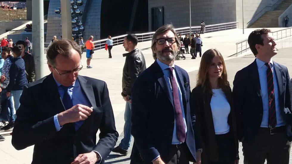 Alfonso Alonso, en un acto con Pablo Casado en Bilbao.
