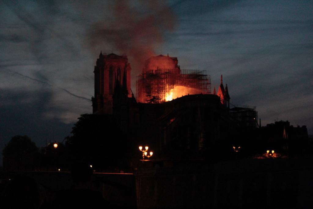 El drama de Notre-Dame, en imágenes