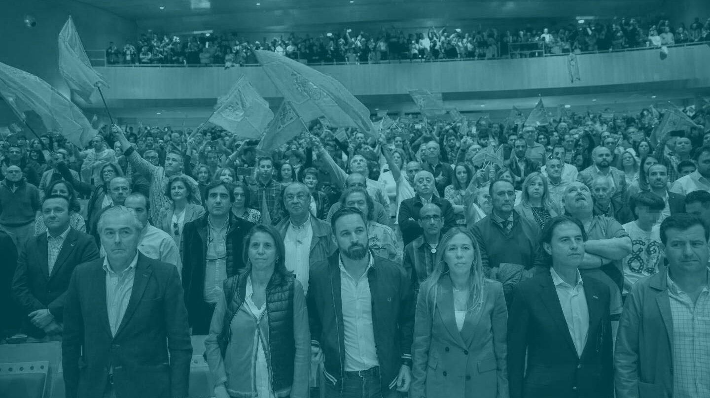 Santiago Abascal, en el centro, en un acto en Ciudad Real.