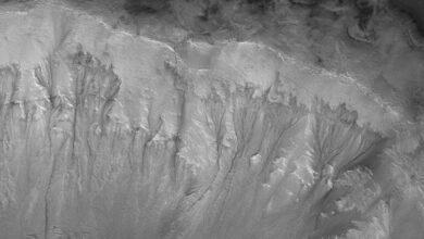 Nuevos indicios de extensiones de agua líquida bajo el suelo de Marte