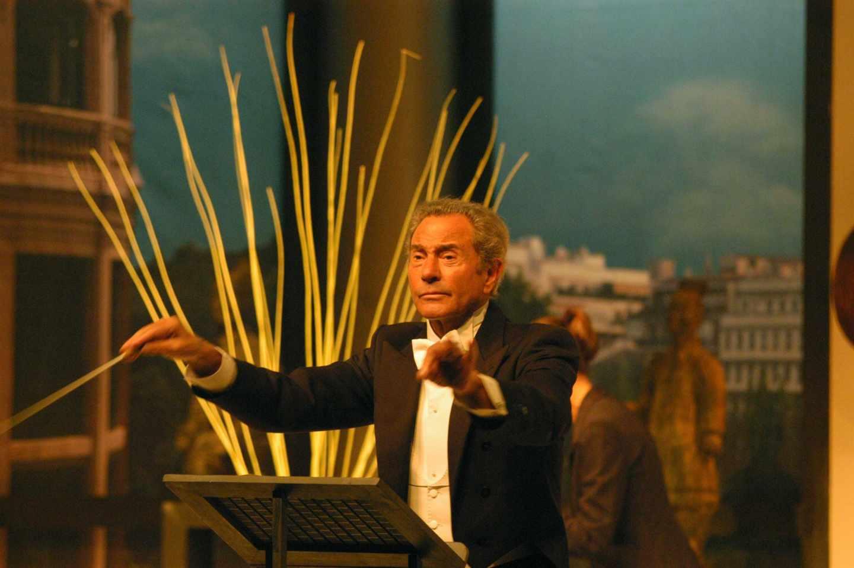 Arturo Fernández, durante una representación.
