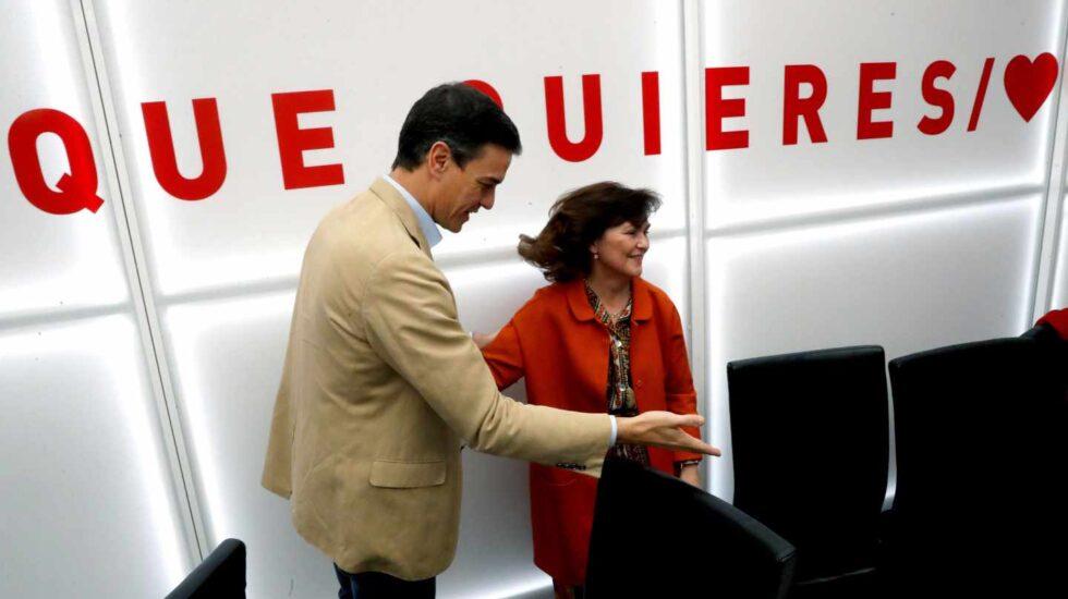 Pedro Sánchez, junto Carmen Calvo.