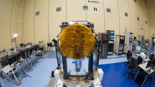 El satélite español CHEOPS en Madrid, antes de su lanzamiento