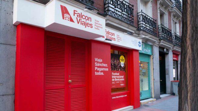La agencia 'Falcon Viajes' instalada por el Partido Popular en plena Calle Ferraz.