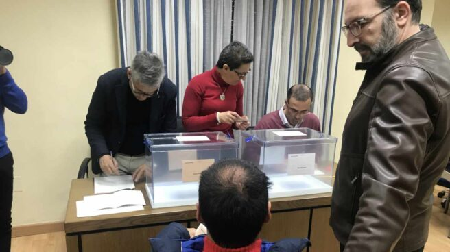 Simulacro de voto de personas con discapacidad en Cáceres.