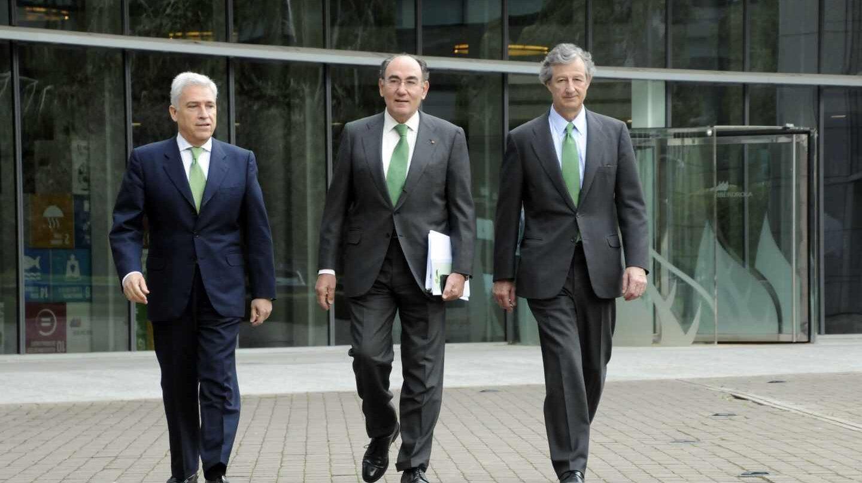Francisco Martínez Córcoles, director general de los Negocios de Iberdrola; Ignacio Galán, presidente de Iberdrola, y José Sainz Armada, director general de Finanzas y Recursos.