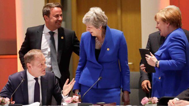 Angela Merkel, Xavier Bettel (2i), Theresa May (2d) y Donald Tusk (i).