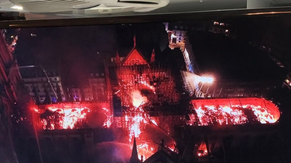 Notre-Dame ardiendo a vista de dron.