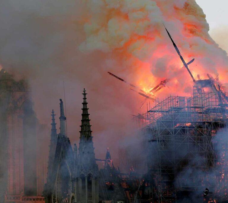 El negocio de una Notre-Dame en llamas