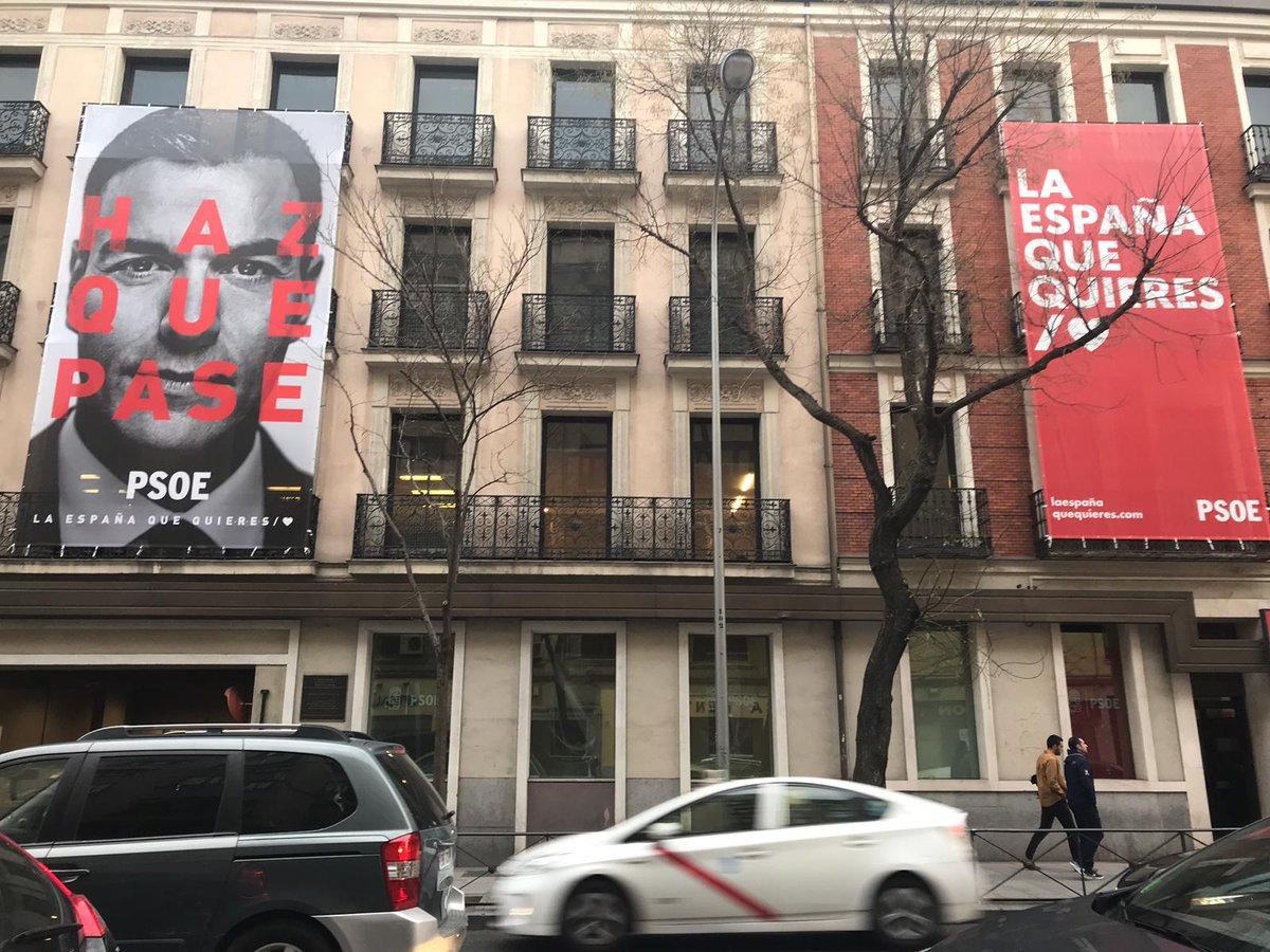 Cartel electoral del PSOE con la imagen de Pedro Sánchez.