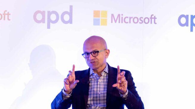 Microsoft sigue los pasos de Apple y Amazon y supera el billón de dólares de valor en bolsa.