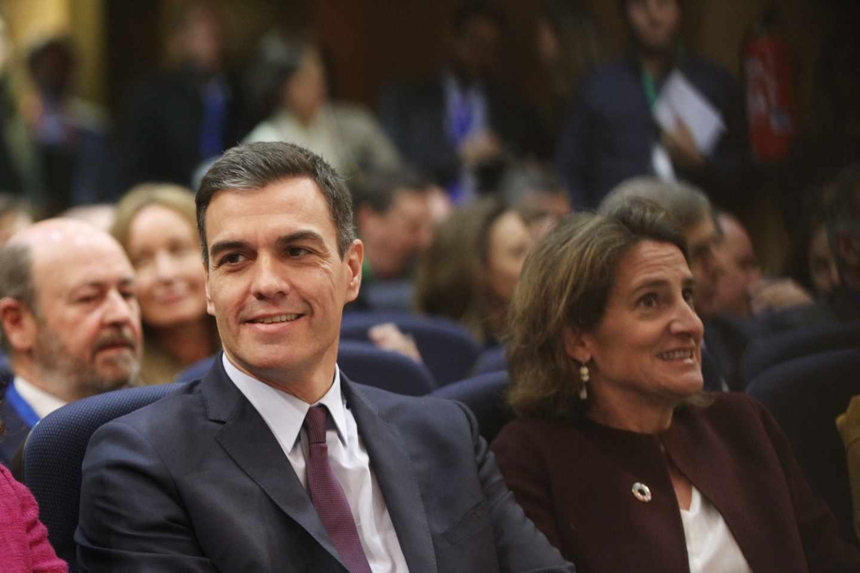 El presidente del Gobierno, Pedro Sánchez, y la ministra para la Transición Ecológica, Teresa Ribera.