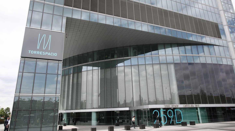 Desalojan un rascacielos de Madrid por una amenaza de origen desconocido