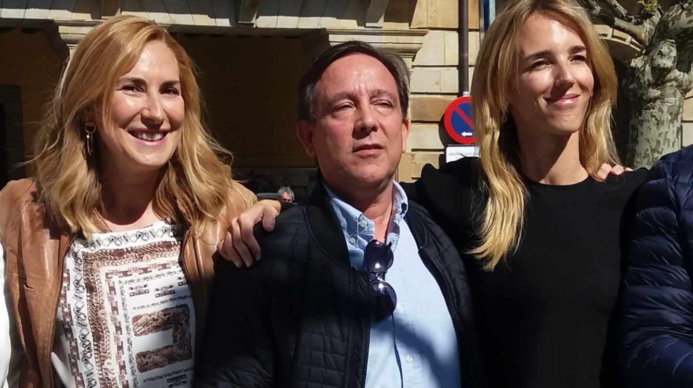 Manuel Leal, junto a la presidenta del PPN, Ana Beltrán, y la diputada, Cayetana Alvarez de Toledo.