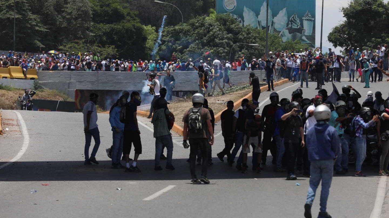 Opositores participan en una manifestación este miércoles en las calles de Caracas (Venezuela).