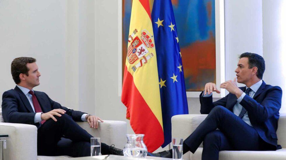 Pedro Sánchez y Pablo Casado durante su reunión en Moncloa